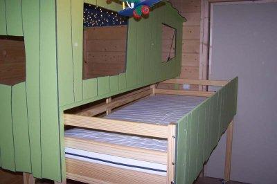 et pour faire le lit dans la cabane ma maison passive c 39 est du bois de la. Black Bedroom Furniture Sets. Home Design Ideas